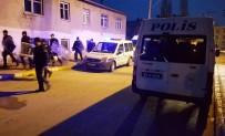 BIBER GAZı - İki Aile Kavga Etmesin Diye 50'E Yakın Polis Sabaha Kadar Nöbet Tuttu
