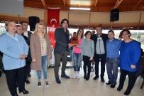 DANS GÖSTERİSİ - İşitme Engelli Vatandaşlar Foça'yı Gezdi