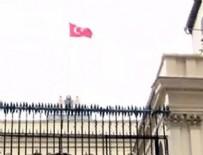 İSTİKLAL CADDESİ - Konsolosluk binasına Türk Bayrağı!