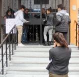 KUZEY KIBRIS - YGS'ye Geç Kalan Genç Kız Gözyaşlarına Boğuldu