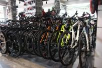 BİSİKLET YOLU - Yolların Yetersizliğine Rağmen Bisiklete Olan Talep Yoğun