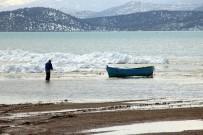 BEYŞEHIR GÖLÜ - Beyşehir Gölü Kıyılarında Oluşan Buz Adaları Kartpostallık Görüntüler Oluşturdu
