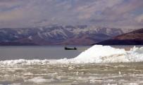 BEYŞEHIR GÖLÜ - Beyşehir Gölü'ndeki Buz Adalarından Kartpostallık Görüntüler
