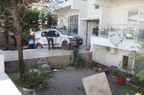 TİCARİ ARAÇ - Fren Yerine Gaza Basın Kadın Sürücü Bahçeye Daldı