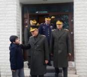 Genelkurmay Başkanı Orgeneral Akar'dan Fırat Kalkanı Şehidinin Ailesine Ziyaret