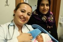 KORDON - Hastaneye Yetişmeyince Arabada Doğum Yaptırdılar