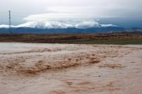 Karaman'da Sağanak Yağış Dereleri Taşırdı