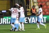 YAŞAR KEMAL - Trabzonspor Deplasmanda Coştu Açıklaması 3 Puan 3 Golle Geldi