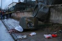 Yoldan Geçen Çiftin Üzerine Beton Kanalizasyon Boruları Düştü Açıklaması 1 Ölü, 1 Yaralı