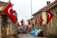 Bu Köyde Her Evde Bayrak Asılı