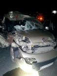 SERVERGAZI - Denizli'de ticari araç tıra çarptı: 1 ölü, 5 yaralı