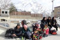 İran Üzerinden 50 Afganistanlı Hakkari'ye Geldi