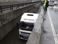 KANUNİ SULTAN SÜLEYMAN - İstanbul Başakşehir'de TIR kanala uçtu