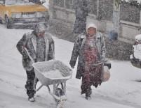 KAR TOPU - Kar Kenti Beyaza Bürüdü