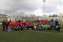 Kilis Belediyesinden U-14 Gençler Ligine Spor Malzemesi