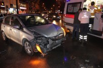 Kırmızı Işıkta Geçen Sürücü Ambulansa Çarptı Açıklaması 1 Yaralı
