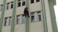 İBN-İ SİNA - Öğrenciler, 25 Metreden Aşağı İndirilen Kadını Korku Dolu Gözlerle İzledi
