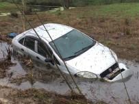 YAĞMURLU - Soğuk Ve Yağışlı Hava, Kazaları Da Beraberinde Getiriyor.