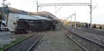 Tren Kamyona Çarptı Açıklaması 3 Ölü