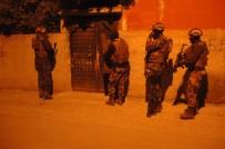 ZIRHLI ARAÇLAR - Adana'da PKK Operasyonu Açıklaması 38 Gözaltı