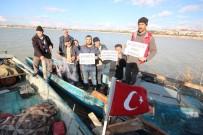 ELEKTRİK AKIMI - Balıkçılar Göl Üzerinde Şokla Avlanmayı Protesto Etti