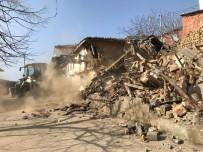 YIKIM ÇALIŞMALARI - Bursa'da Metruk Binalar Yıkılıyor
