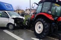 İSMAIL YAVUZ - Samsun'da Kamyonet İle Traktör Çarpıştı Açıklaması 2 Yaralı