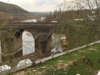 OKSIJEN - Tarihi Ongözlü Köprü, 8 Gözlü Kaldı