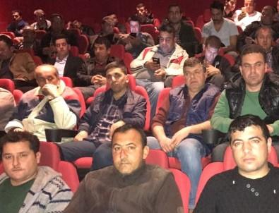 Temizlik işçileri sinema salonunda buluştular