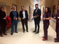 HACI BAYRAM - Ülkü Ocaklarının Gençleri Sağlık Çalışanlarına Çiçek Takdim Etti