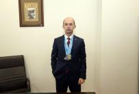 BURSA VALISI - Valilik Protokol Müdürü Atletizmde Altın Madalya Kazandı