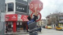 AKSARAY BELEDİYESİ - Aksaray Belediyesi Trafik İşaret Ve Yön Levhalarını Yeniledi
