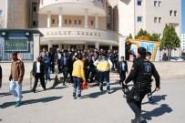 ARBEDE - Cinayet Davası Öncesi Adliye Karıştı Açıklaması 3'Ü Polis 6 Yaralı