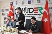 AYŞE TÜRKMENOĞLU - Cumhurbaşkanı Başdanışmanı Türkmenoğlu Açıklaması 'Çift Başlılık Türkiye'ye Kaybettiriyor'
