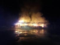 SOSYAL TESİS - Kavak'ta Belediye Sosyal Tesisleri Alevlere Teslim Oldu