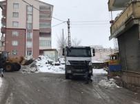 KAR TEMİZLEME - Muş'ta Kar Taşıma Çalışmaları Devam Ediyor
