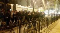 VODAFONE ARENA - Sirkeci'de Tramvay Çıktı Açıklaması Beşiktaş Taraftarı Etkilendi