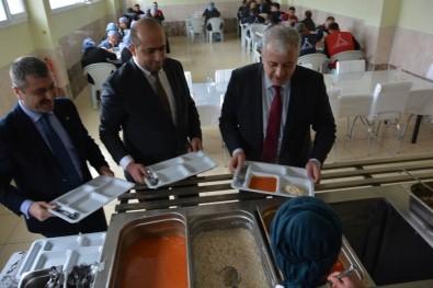 Arat; 'Türkiye'deki Suriyelilerin İşsizliğe Düşünüldüğü Kadar Olumsuz Bir Etkisi Yok'