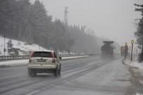 BOLU DAĞı - Bolu Dağı'nda Kar Ve Sis Etkili Oluyor