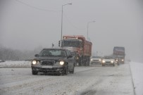 BOLU DAĞı - Bolu Dağı'nda Kar Yağışı Şiddetini Artırdı