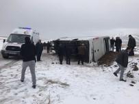 YOLCU MİDİBÜSÜ - Cenaze Dönüşü Korkunç Kaza Açıklaması 2 Ölü, 5 Yaralı