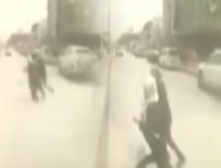 Feci kaza anı kamerada! Anne ve kızı otobüsün altında kaldı