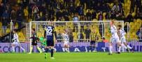 MANCHESTER UNITED - Fenerbahçe Kalesini Koruyamıyor