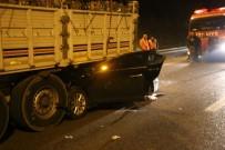 MEDINE - Sakarya'da Otomobil Tırın Altına Girdi Açıklaması 1 Ölü, 6 Yaralı