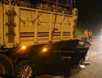MEDINE - Sakarya'da tıra çarpan otomobil dorsenin altında sıkıştı