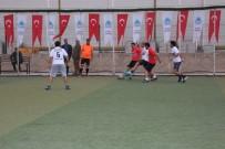 FUTBOL TURNUVASI - Şehitler Anısına Düzenlenen Futbol Turnuvası Başladı