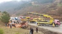 Sinop'ta Tuğla Yüklü Kamyon Devrildi Açıklaması 1 Ölü