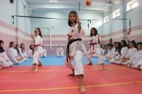 ABDULLAH ÖZTÜRK - Tavşanlı Abdullah Taktak Ortaokulu Karatede Şampiyon