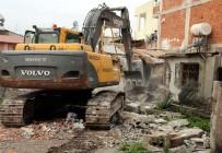 ALSANCAK - Toroslar'da Metruk Binalar Yıkılıyor