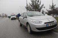 İZZET BAYSAL DEVLET HASTANESI - Yolun Karşısına Geçerken Otomobil Çarptı